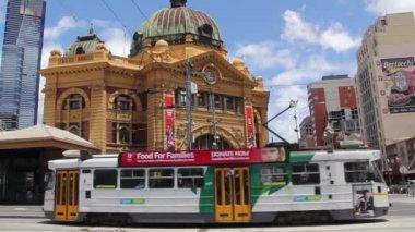 Flinders street station in Melbourne, Australia — Stock Video