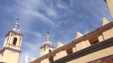 Tilt From The Basilica De Nuestra Senora De La Merced In Cordoba — Stockvideo