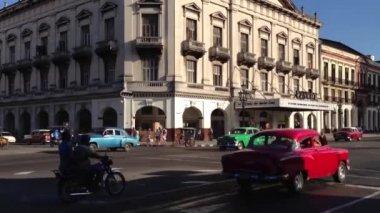 Classic cars downtown Havana, Cuba — Stock Video
