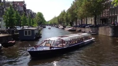 Pan following a Canal cruise ship in Amsterdam,  The Netherlands — Stock Video
