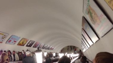 Metro station escalator in Moscow, Kremlin — Wideo stockowe