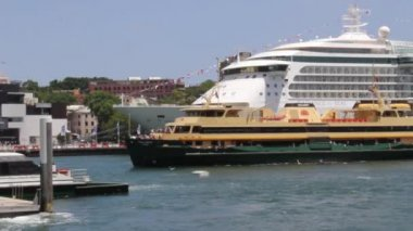 Ferry arriving in sydney harbour Australia — Stock Video