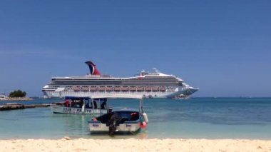 Big cruise ship in Ocho Rios Jamaica — Stock Video