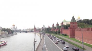 Moskva River and the Kremlin in Moscow, Russia — Stok video