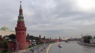 Dark clouds above the Kremlin in Moscow, Russia — Stok video