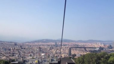 Cable car going down from the MontjuГЇc hill in Barcelona, Spain — Stock Video