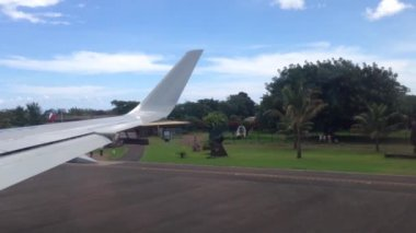 Taxiing at Easter Island aiport, Rapa Nui — Stock Video