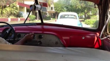Classic car on the highway in Cuba — Stok video