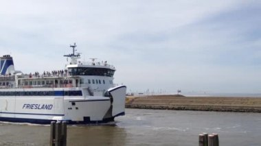 Friesland ferry arriving in Harlingen harbour, The Netherlands — 图库视频影像