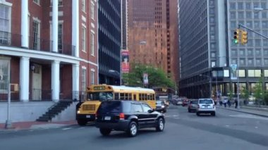 Schoolbus passing by in lower Manhattan, New York City, USA — Stock Video
