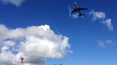 Lan airplane take off at the Easter Island, Rapa Nui — Stock Video