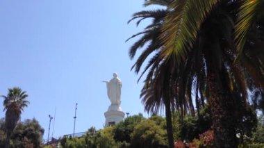 Maria statue at the San Cristobal Hill in Santiago de Chile — Stock Video