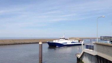 Ferry Noord Nederland leaving Harlingen harbour, The Netherlands — Stock Video