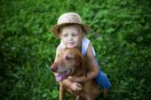 Child love his dog — Stock Photo