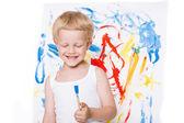 Söt liten pojke målning med pensel. Skolan. Förskola. Utbildning. Kreativitet. Studio porträtt över vit bakgrund — Stockfoto