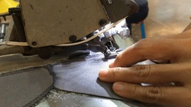 Šicí stroj švy na textil — Stock video