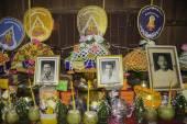 Ceremonias religiosas y la ordenación de los hombres a un monje de Isaan Tailandia — Foto de Stock