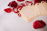 Close up of greeting card with rose petals — Stock Photo