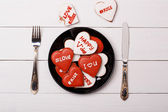 Cookies heart lie on a plate. Valentine's Day — Stock Photo