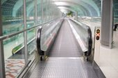 Walkways at the airport for passengers — Stock Photo