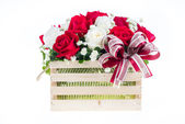Red and white rose in a wooden basket with beautiful ribbon, gif — Stock Photo