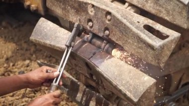 Repairing dumper wheel with oxy fuel gas steel cutting — Stock Video
