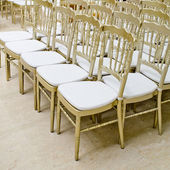 Rows of gold chairs - meeting background — 图库照片