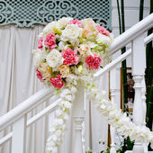 Beautiful wedding flower decoration at stairs — Stock Photo