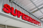 Supermarket sign on building — Stock Photo