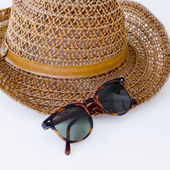 Sunprotection objects sunglasses and hat — Stockfoto