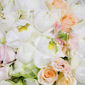 Flowers bouquet arrange for decoration in wedding ceremony — Stock Photo