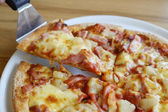 Delicious hawaiian rustic style pizza made with fresh pineapples — Stock Photo