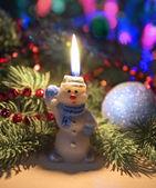 Weihnachtsschmuck und kerzen — Stockfoto