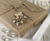 在棕色的纸复古礼品盒 — 图库照片