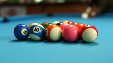 Man breaking to start a game of billiards on a pool table — Stock Video