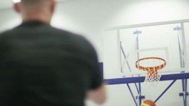 Player scoring free throws — Stock Video