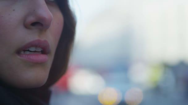 Woman looks past camera — Vidéo