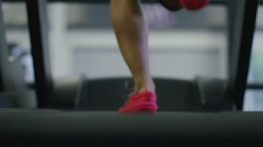 Woman running on a treadmill — Stock Video