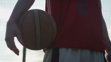 Male basketball player with a ball — Stock Video