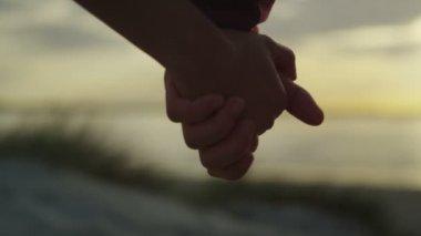 Coppia mano nella mano — Video Stock