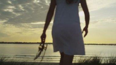 Beautiful woman on ocean beach — Stock Video