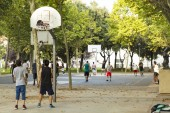 Unrecognizable basketball players on numerous courts on a nice sunny day in a park — Stock Photo