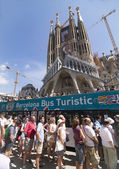 BARCELONA, SPAIN - AUGUST 16, 2015 - Sagrada Familia in Barcelona, Spain, a very popular tourist destination due to it's historic and religious tone — Stock Photo