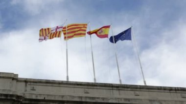 Flags of Spain and Europe fluttering in the breeze as the camera goes by — Stock Video