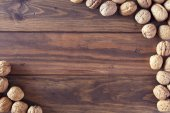 Walnuts in shells on a board — Stockfoto