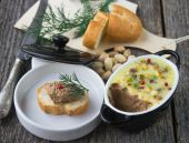 Pate chicken liver with pistachios — Stock Photo