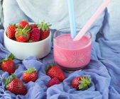 Smoothies with yogurt and strawberries. Fruit cocktail. Diet dri — Stock Photo
