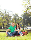 Couple on picnic in park — Stock Photo