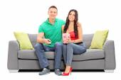 Couple watching television and eating popcorn — Stock Photo