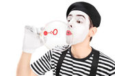 Mime artist blowing bubble — Stockfoto